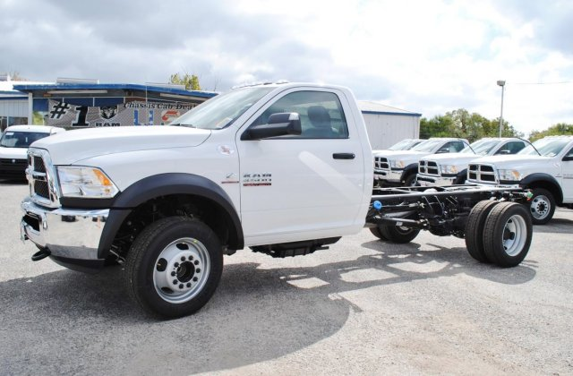 2017 Ram 4500 Regular Cab DRW, Cab Chassis #TG547956 - photo 3