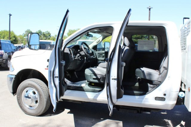 2017 Ram 3500 Crew Cab DRW 4x4, Service Body #TG651731 - photo 14