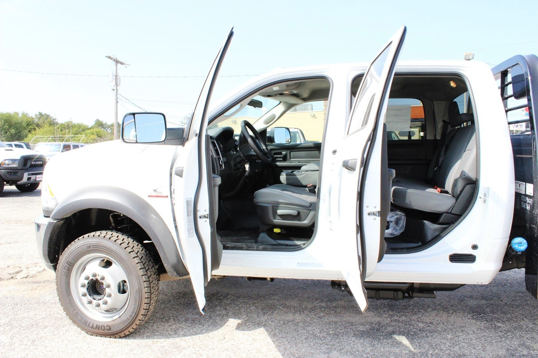 2017 Ram 5500 Crew Cab DRW 4x4 Flatbed #TG653619 - photo 14