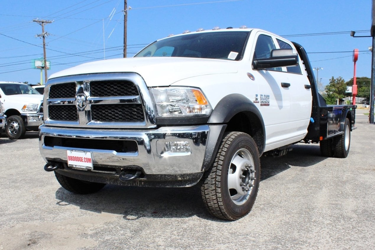 2017 Ram 5500 Crew Cab DRW 4x4 Flatbed #TG653619 - photo 3