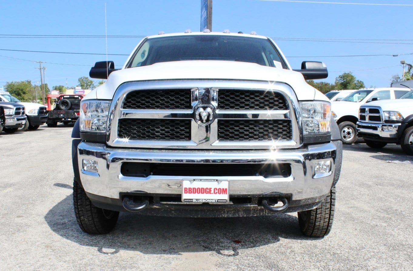 2017 Ram 5500 Crew Cab DRW 4x4 Flatbed #TG653619 - photo 5