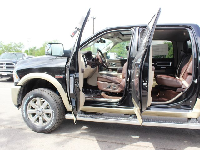 2017 Ram 2500 Crew Cab 4x4, Pickup #TG664300 - photo 14