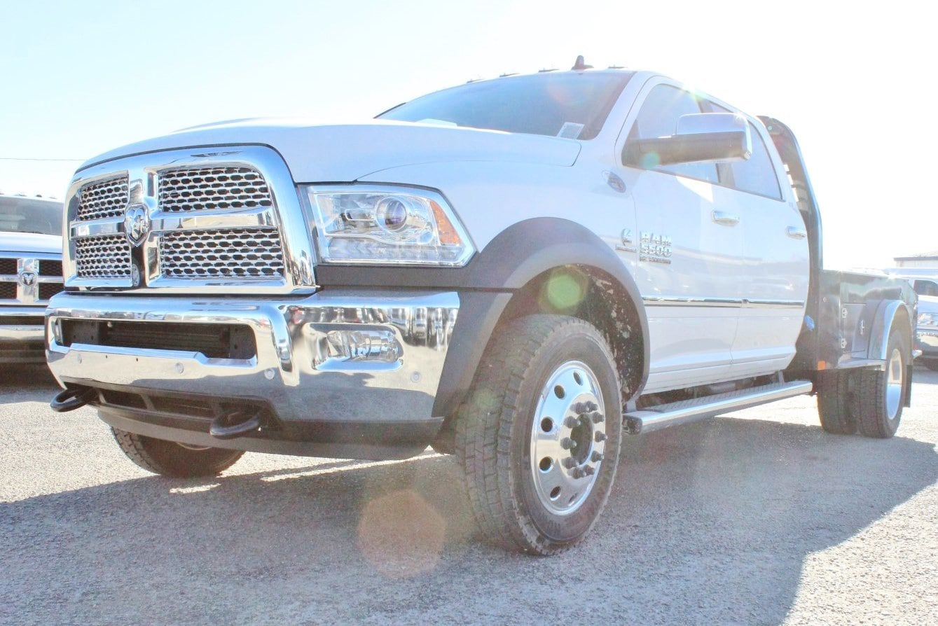 2017 Ram 5500 Crew Cab DRW 4x4, Flatbed #TG716717 - photo 3
