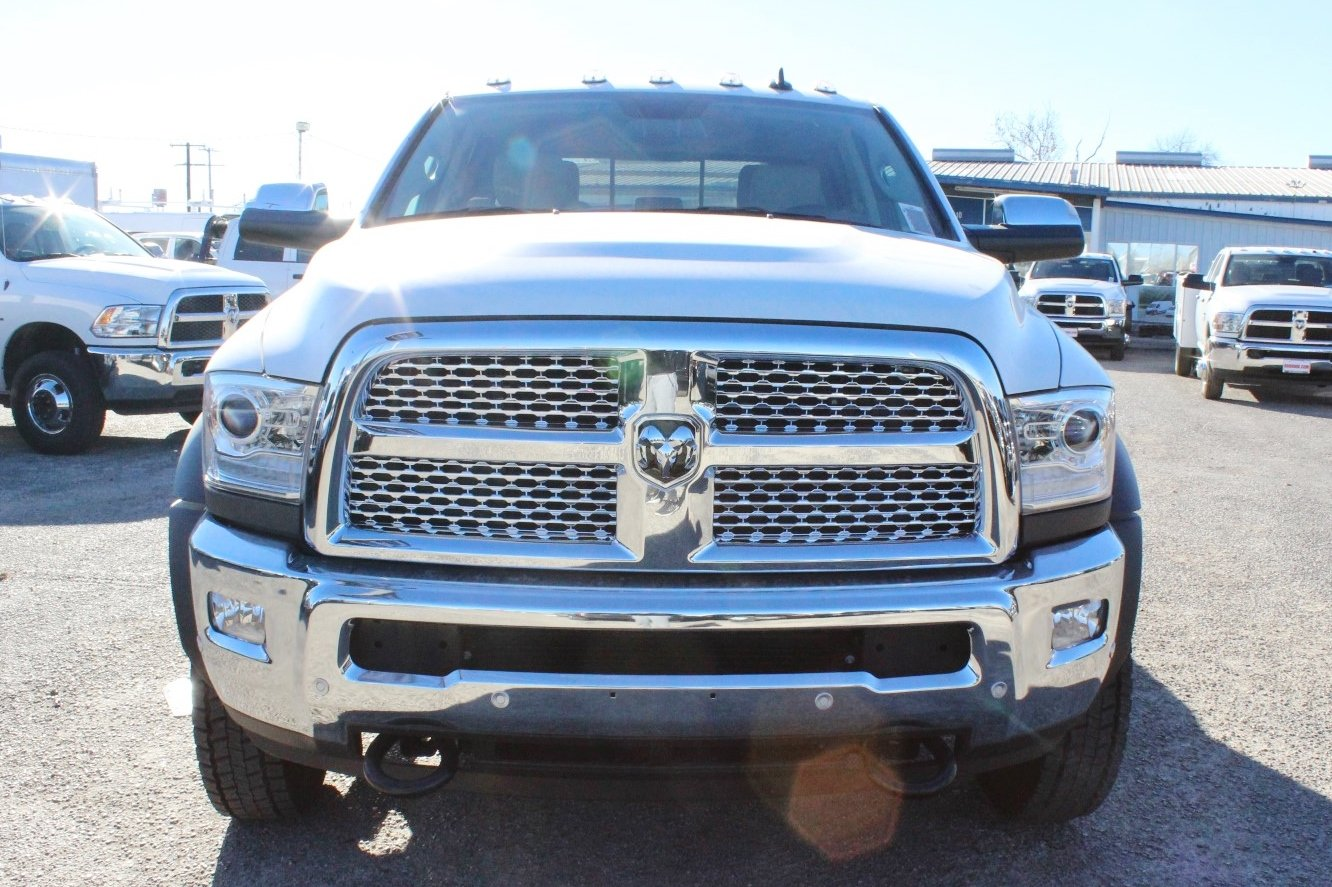 2017 Ram 5500 Crew Cab DRW 4x4, Flatbed #TG716717 - photo 5
