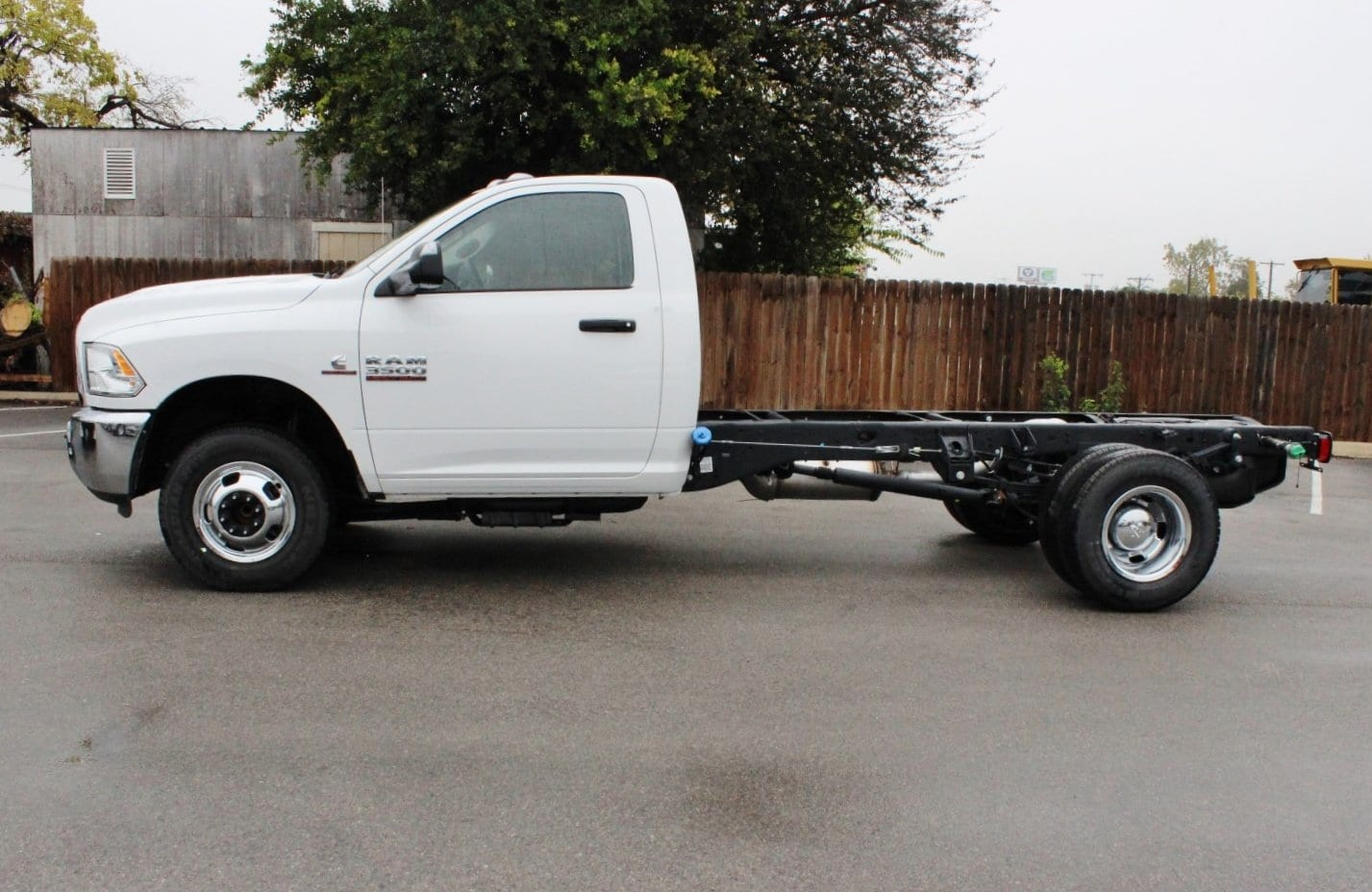 2017 Ram 3500 Regular Cab DRW Cab Chassis #TG737473 - photo 3