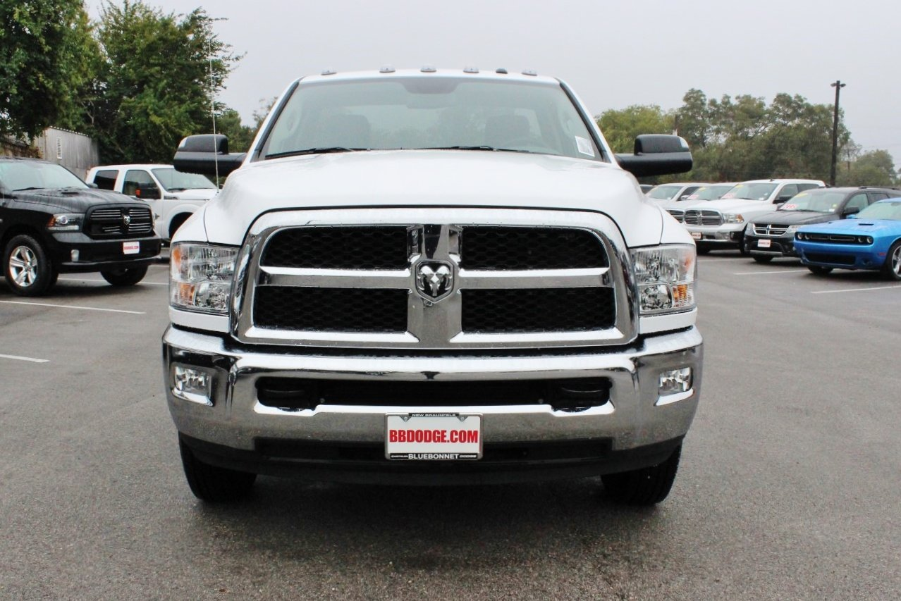 2017 Ram 3500 Regular Cab DRW 4x4 Cab Chassis #TG739877 - photo 4