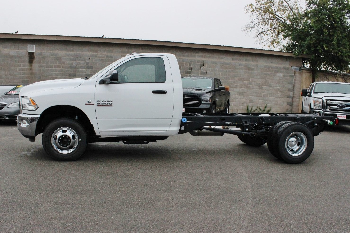 2017 Ram 3500 Regular Cab DRW 4x4 Cab Chassis #TG739879 - photo 3
