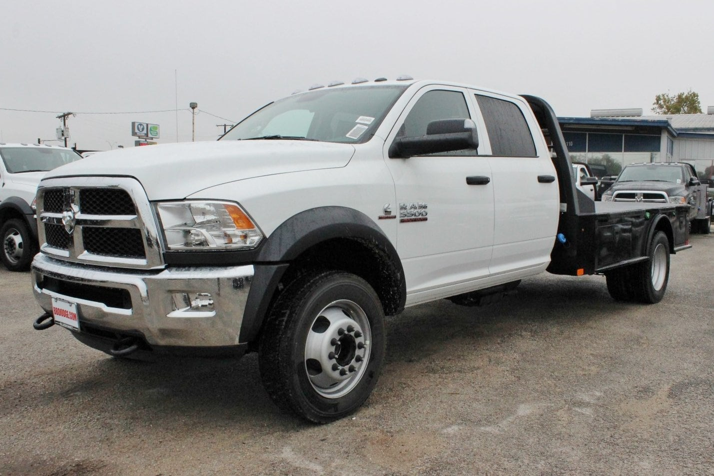 2017 Ram 5500 Crew Cab DRW 4x4 Flatbed #TG760666 - photo 3