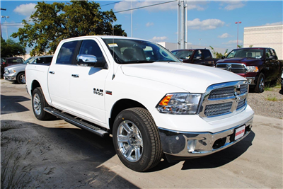 2018 Ram 1500 Crew Cab 4x4, Pickup #TS122173 - photo 5