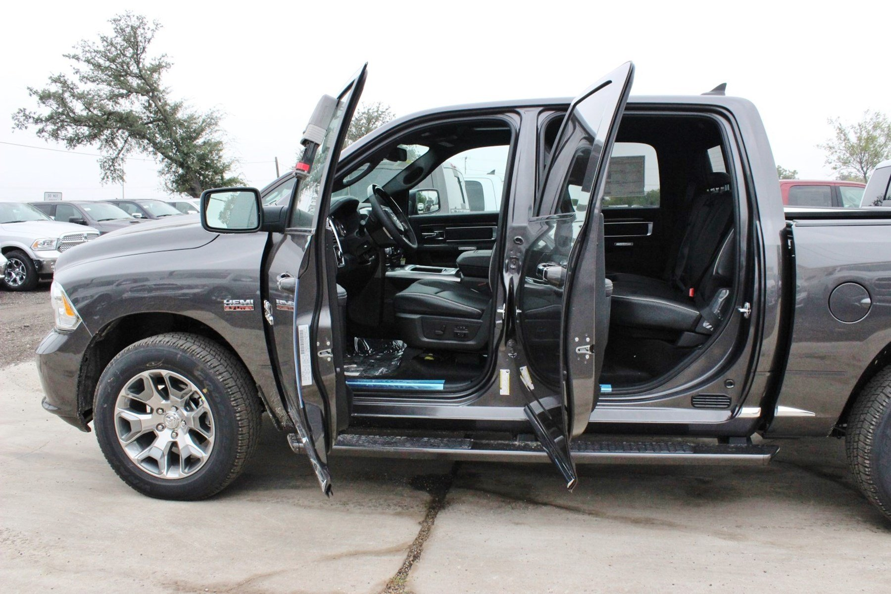 2018 Ram 1500 Crew Cab 4x4 Pickup #TS139790 - photo 15