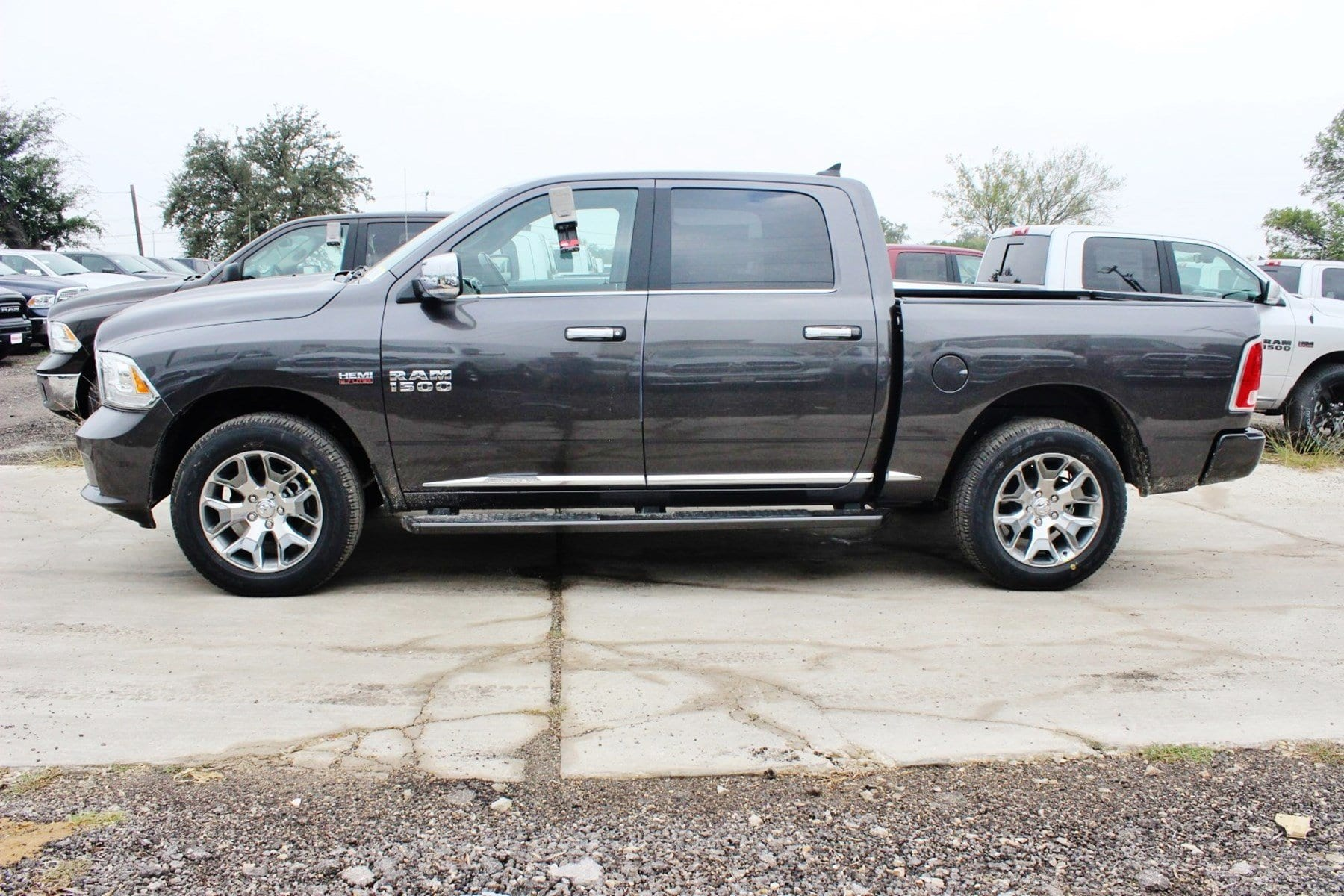 2018 Ram 1500 Crew Cab 4x4 Pickup #TS139790 - photo 4