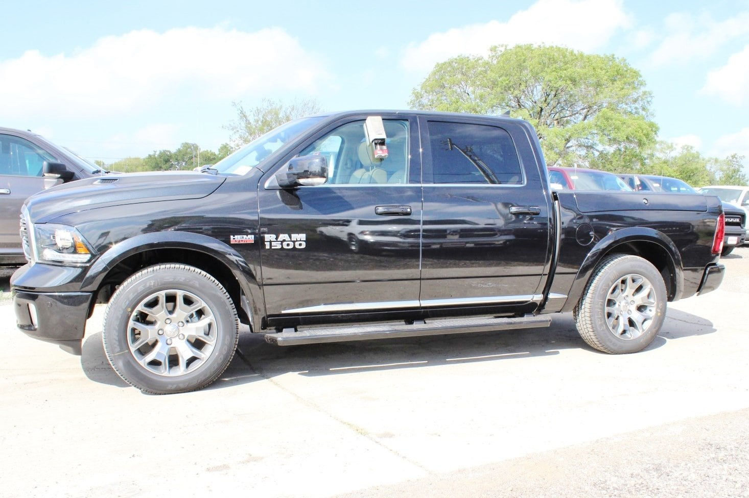 2018 Ram 1500 Crew Cab 4x4 Pickup #TS141923 - photo 4