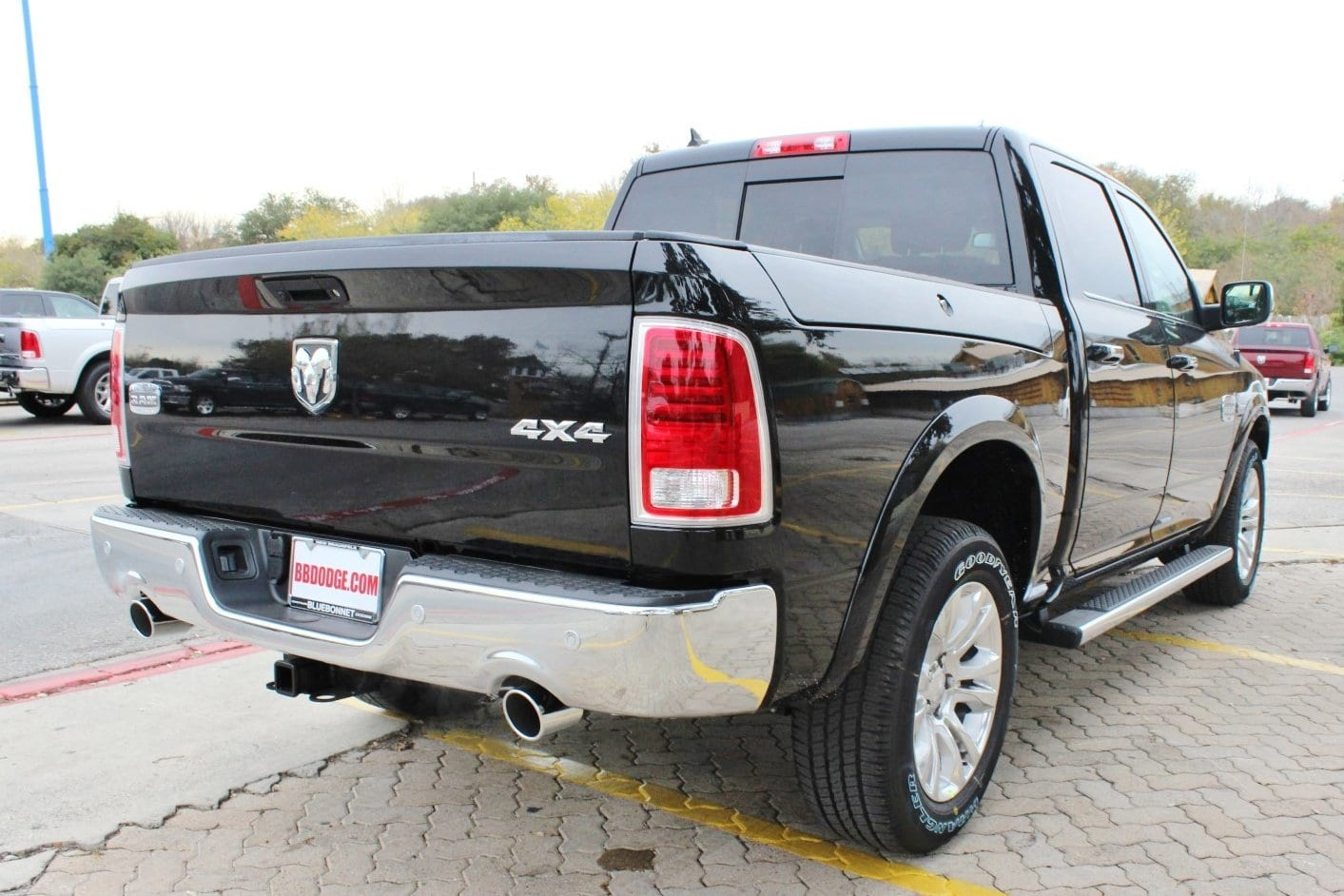 2018 Ram 1500 Crew Cab 4x4, Pickup #TS194270 - photo 2