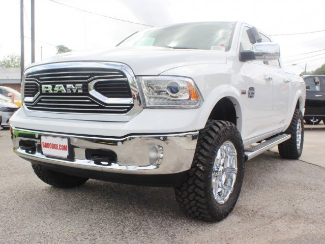 2017 Ram 1500 Crew Cab 4x4, Pickup #TS698693 - photo 3