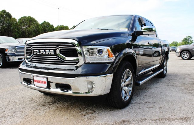 2017 Ram 1500 Crew Cab 4x4, Pickup #TS720532 - photo 3