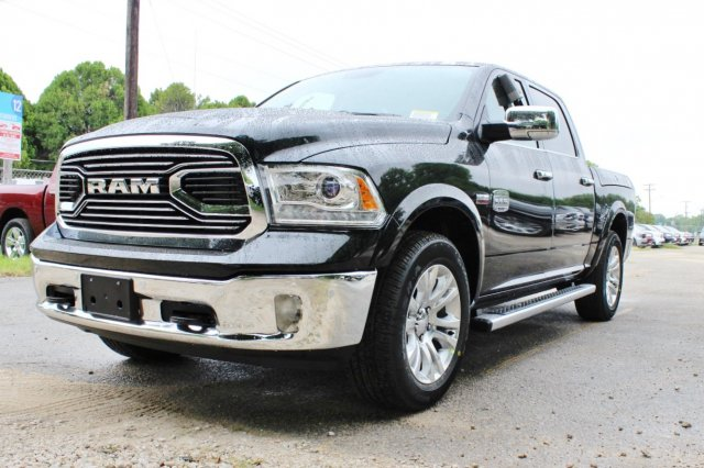 2017 Ram 1500 Crew Cab 4x4, Pickup #TS757982 - photo 3