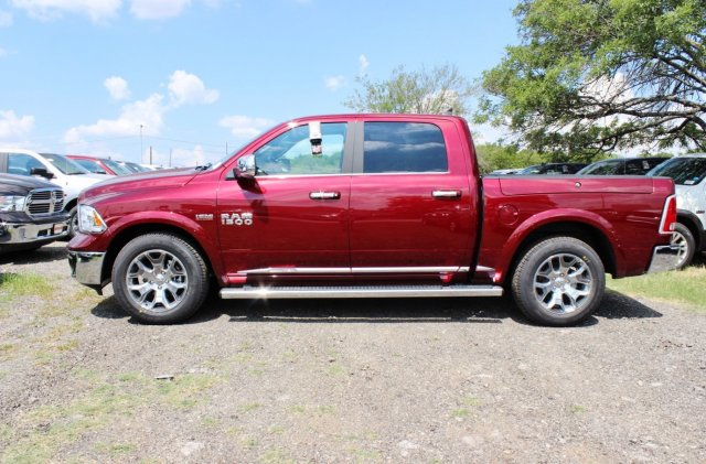 2017 Ram 1500 Crew Cab 4x4, Pickup #TS812007 - photo 4