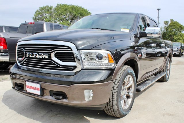 2017 Ram 1500 Crew Cab 4x4 Pickup #TS842674 - photo 3