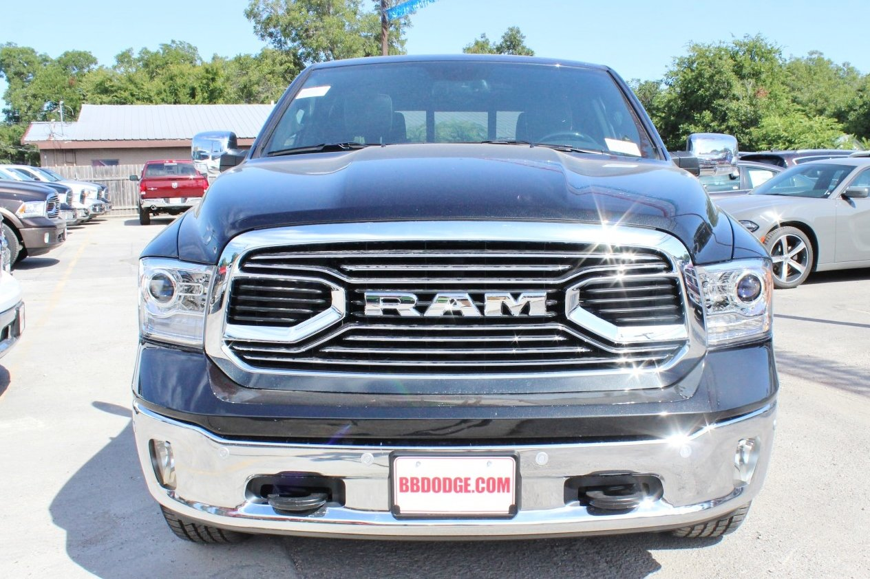 2017 Ram 1500 Crew Cab 4x4, Pickup #TS843901 - photo 6