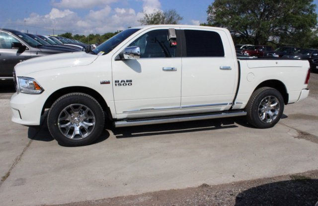 2017 Ram 1500 Crew Cab 4x4 Pickup #TS850558 - photo 4