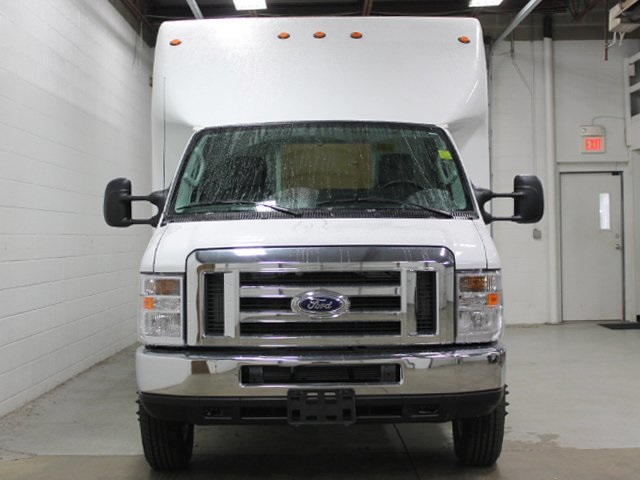 2017 E-450 4x2,  Unicell Cutaway Van #172065TZ - photo 3