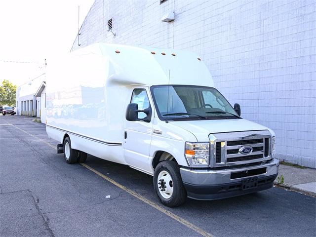 2021 Ford E-350 4x2, Cutaway Van #210009TZ - photo 1