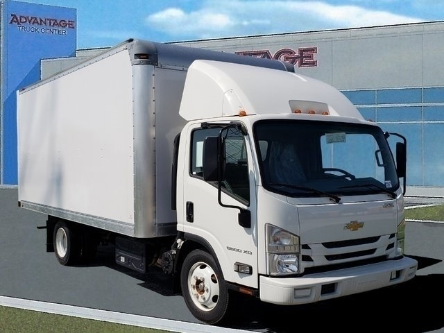 2017 LCF 5500XD Regular Cab 4x2,  Supreme Signature Van Dry Freight #44179 - photo 2