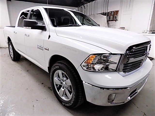 2018 Ram 1500 Crew Cab 4x4, Pickup #JG138337 - photo 3