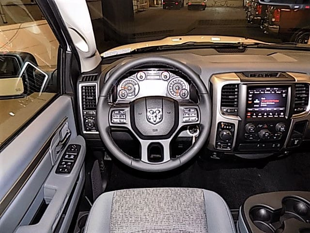 2018 Ram 1500 Crew Cab 4x4, Pickup #JG138337 - photo 9