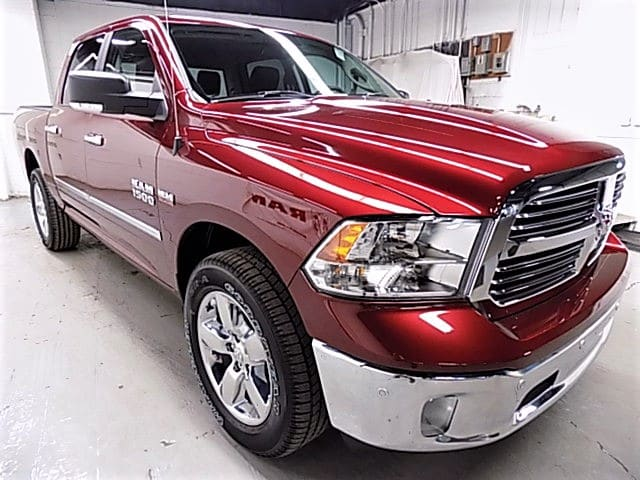 2018 Ram 1500 Crew Cab 4x4 Pickup #JS102439 - photo 3