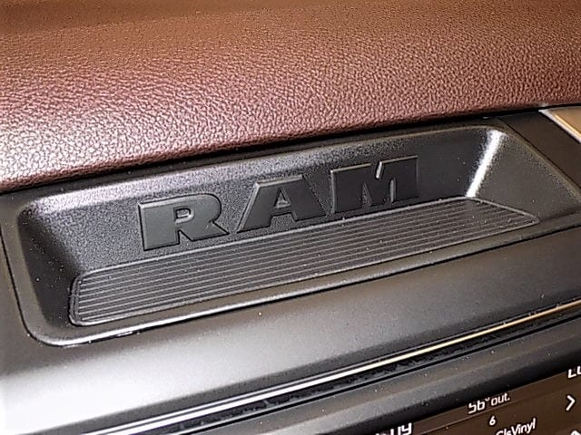 2018 Ram 1500 Crew Cab 4x4 Pickup #JS102439 - photo 15