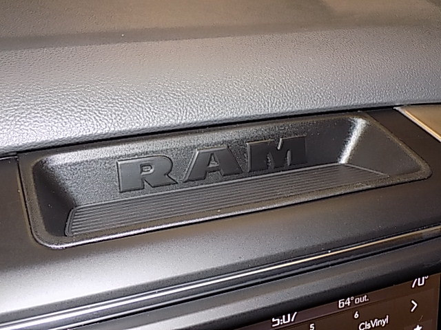 2018 Ram 1500 Crew Cab 4x4 Pickup #JS129213 - photo 15