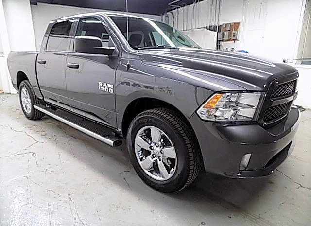 2018 Ram 1500 Crew Cab 4x4, Pickup #JS256053 - photo 3