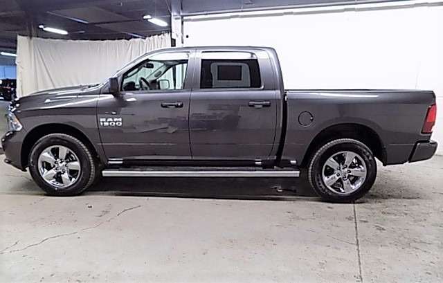 2018 Ram 1500 Crew Cab 4x4, Pickup #JS256053 - photo 7
