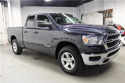 2019 Ram 1500 Quad Cab 4x4,  Pickup #KN591754 - photo 3