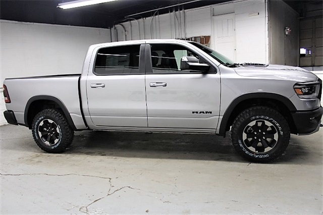 2019 Ram 1500 Crew Cab 4x4,  Pickup #KN686978 - photo 4