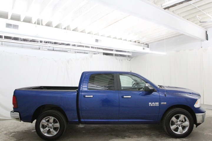 2015 Ram 1500 Crew Cab 4x4, Pickup #FG546441 - photo 4
