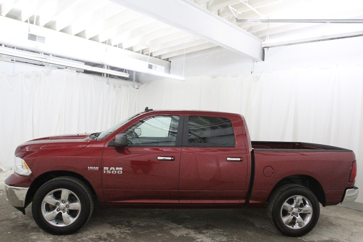 2015 Ram 1500 Crew Cab 4x4, Pickup #FG596569 - photo 8