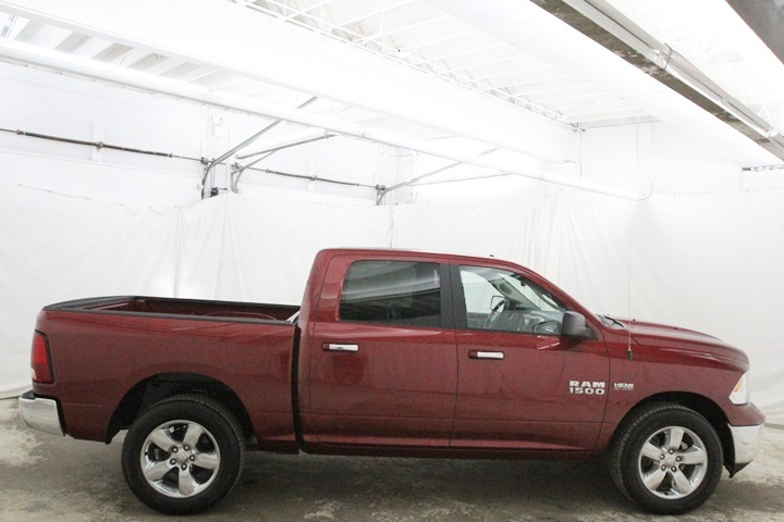 2015 Ram 1500 Crew Cab 4x4, Pickup #FG596569 - photo 4