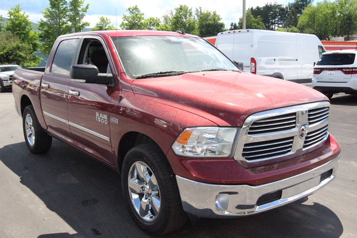 2015 Ram 1500 Crew Cab 4x4, Pickup #FG597791 - photo 2