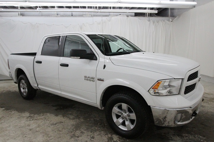 2015 Ram 1500 Crew Cab 4x4, Pickup #FS622168 - photo 2