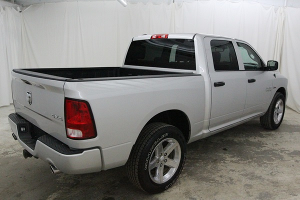 2015 Ram 1500 Crew Cab 4x4, Pickup #FS647200 - photo 2