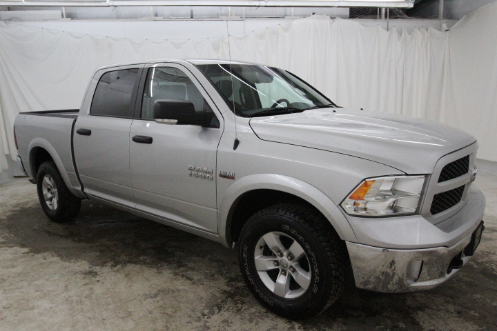 2015 Ram 1500 Crew Cab 4x4, Pickup #FS648426 - photo 3