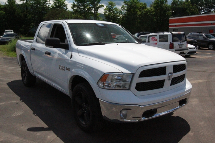 2015 Ram 1500 Crew Cab 4x4, Pickup #FS739098 - photo 2