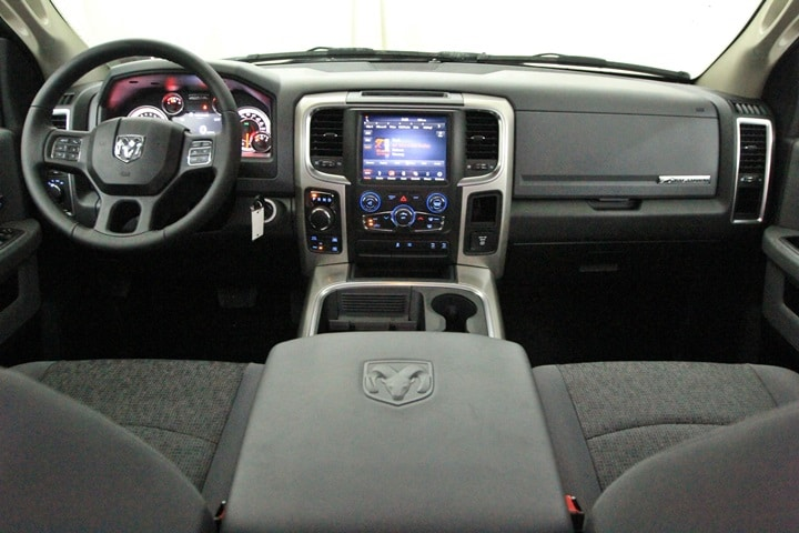 2018 Ram 1500 Crew Cab 4x4 Pickup #JG129883 - photo 28