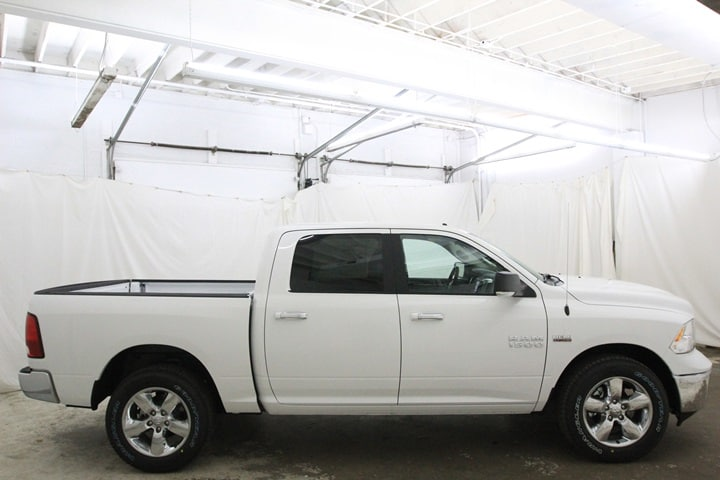 2018 Ram 1500 Crew Cab 4x4 Pickup #JG129890 - photo 4