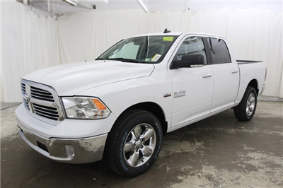 2018 Ram 1500 Crew Cab 4x4 Pickup #JG129890 - photo 9