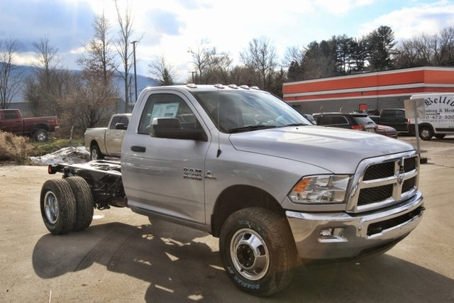 2018 Ram 3500 Regular Cab DRW 4x4,  Cab Chassis #JG376538 - photo 3