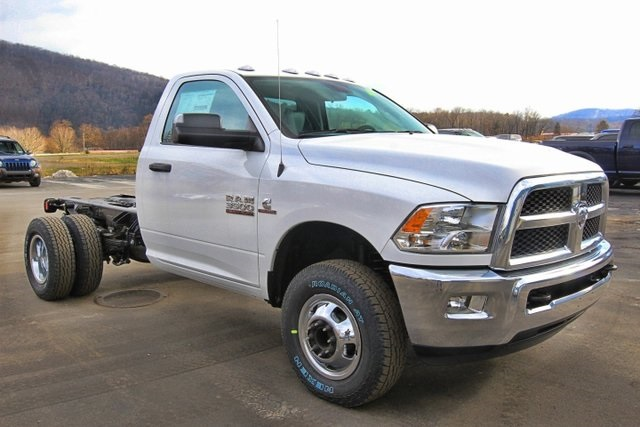 2018 Ram 3500 Regular Cab DRW 4x4,  Cab Chassis #JG376539 - photo 3