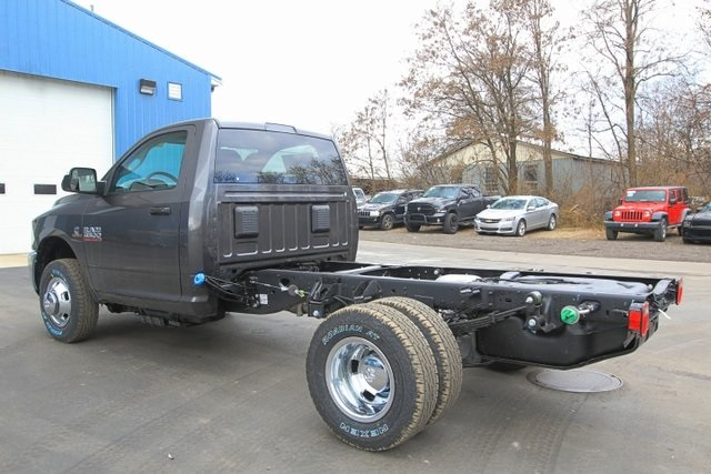 2018 Ram 3500 Regular Cab DRW 4x4,  Cab Chassis #JG376541 - photo 9